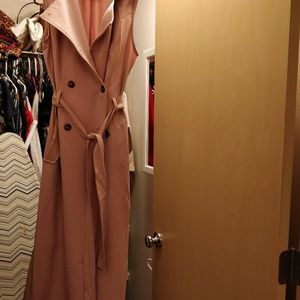 Classy nude sleevless duster